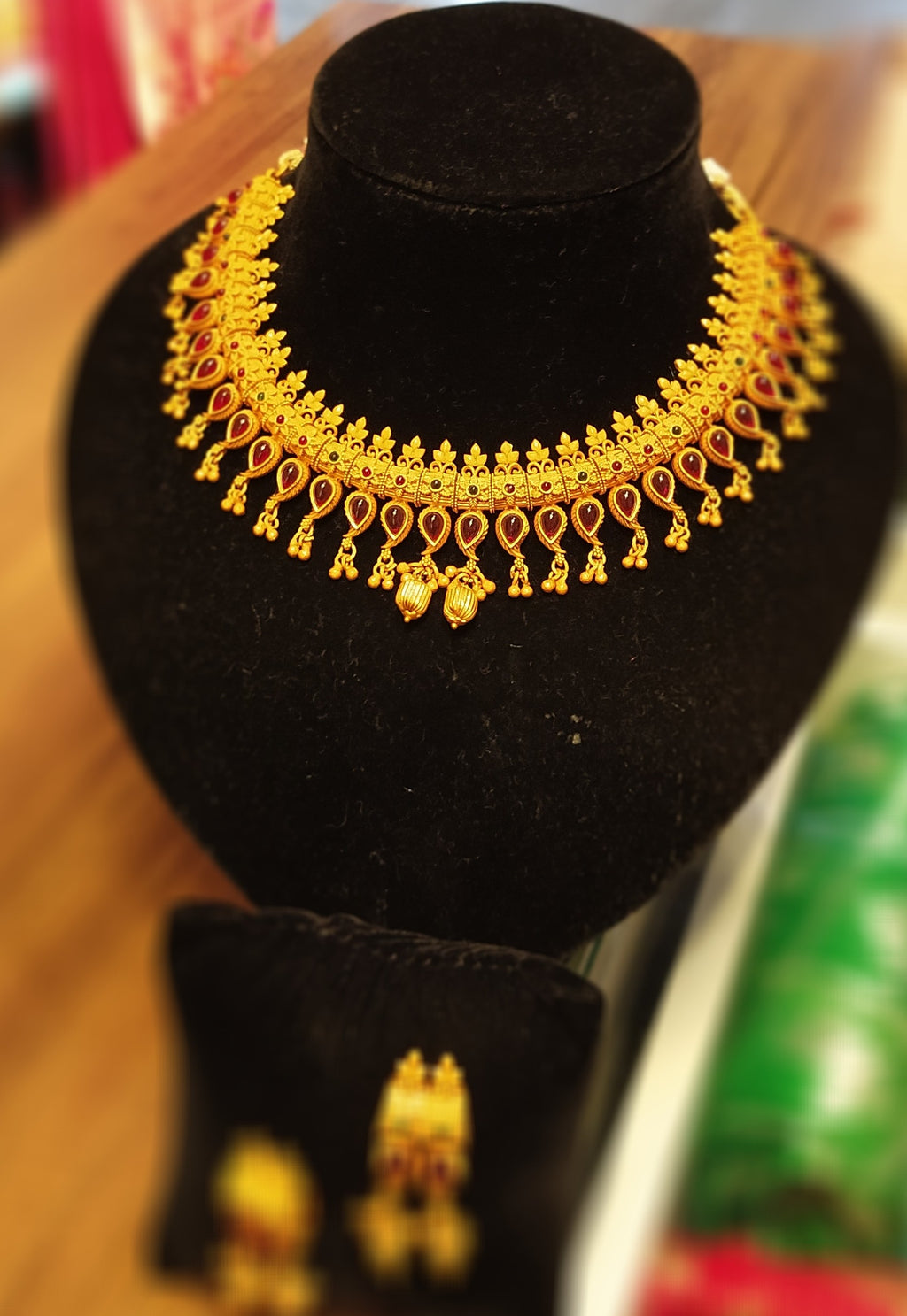 Golden matte necklace set