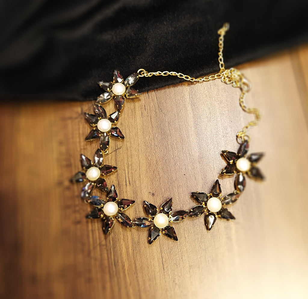 Floral partywear necklace