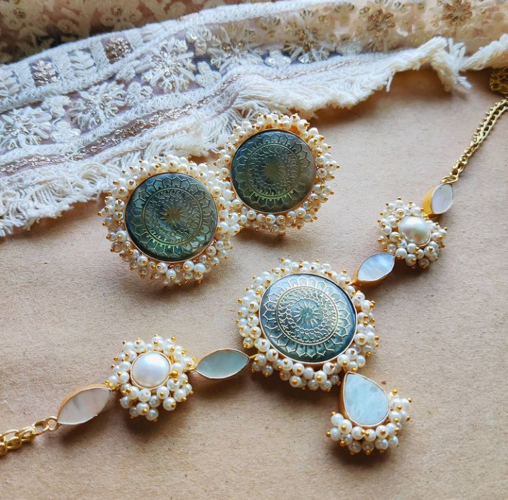 Carved mop pearls necklace set