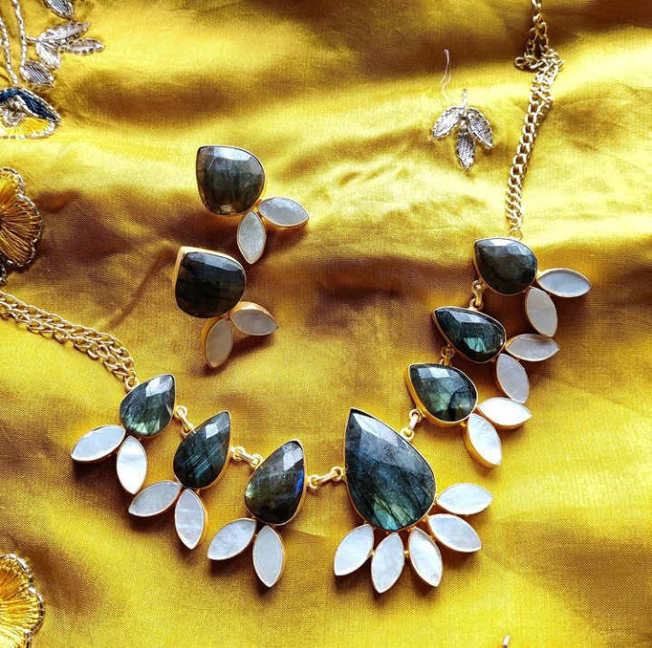 Extravagant rutile stones necklace set