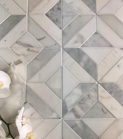 Monochromatic marble tile in elegant diamond pattern with Calacatta intersections
