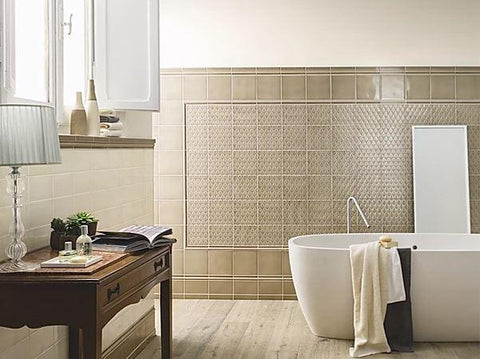 Noix marais deco with ivoire field tile and trim in a bathroom.