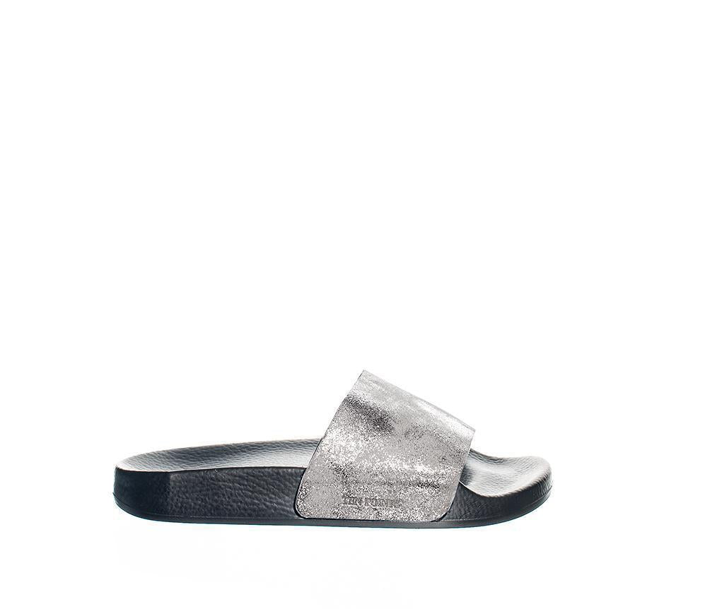 Studio | metallic leather