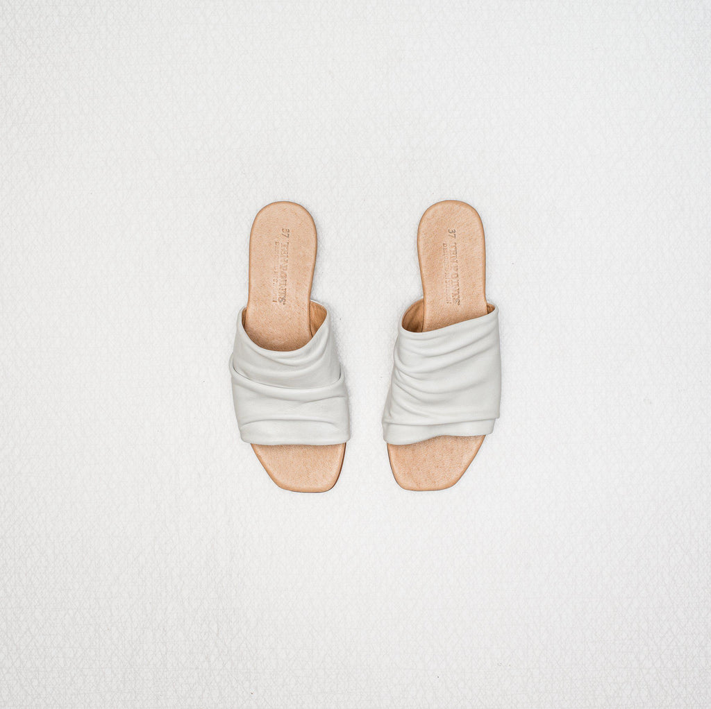 Madeleine | soft brushed leather