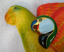 BEAKY PARROT HEAD PIN