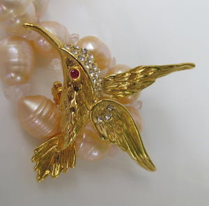 VINTAGE GOLDEN HUMMINGBIRD IN FLIGHT PIN WITH RHINESTONES