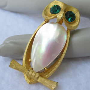 VINTAGE JJ SHELL BELLY OWL PIN