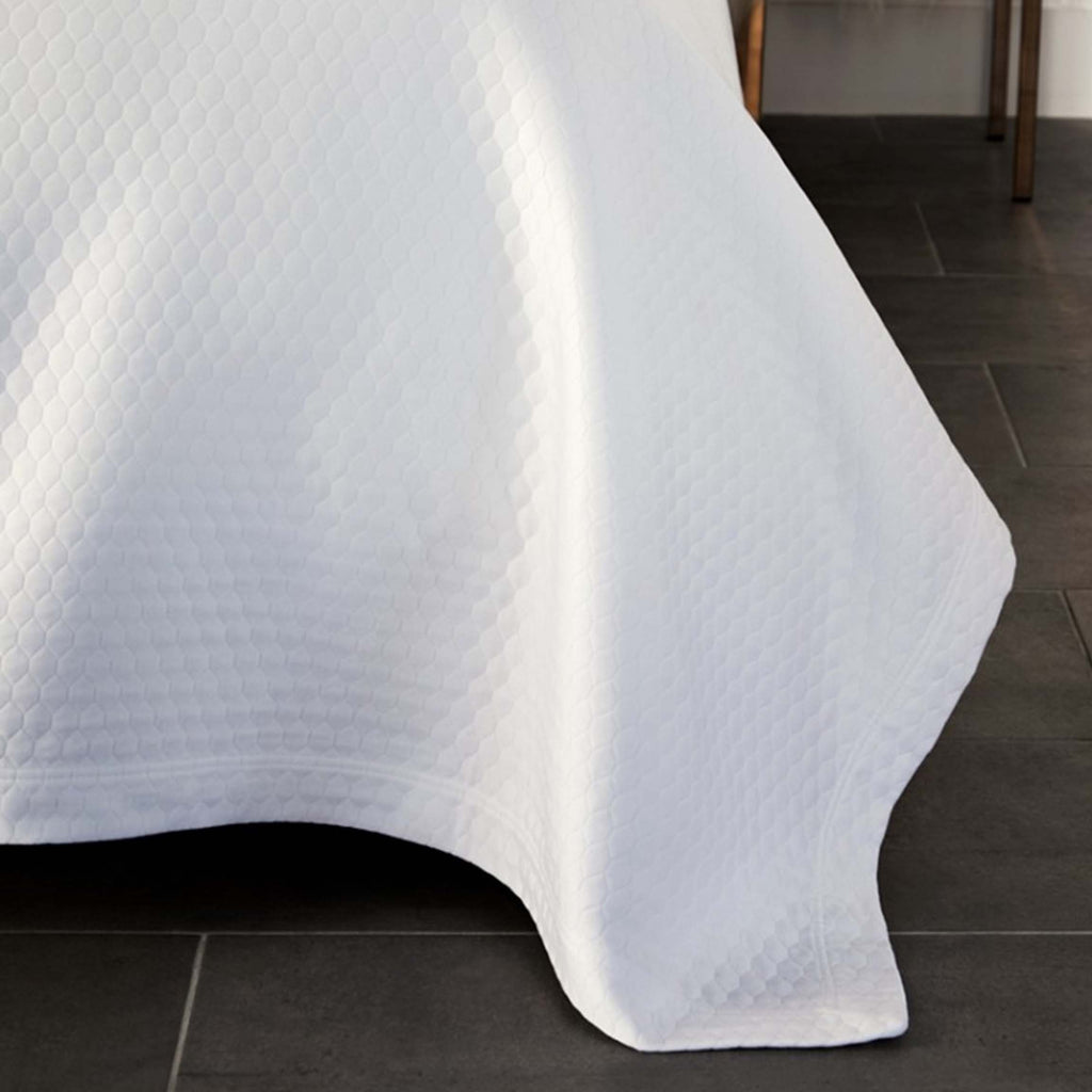 Favo Coverlet in White