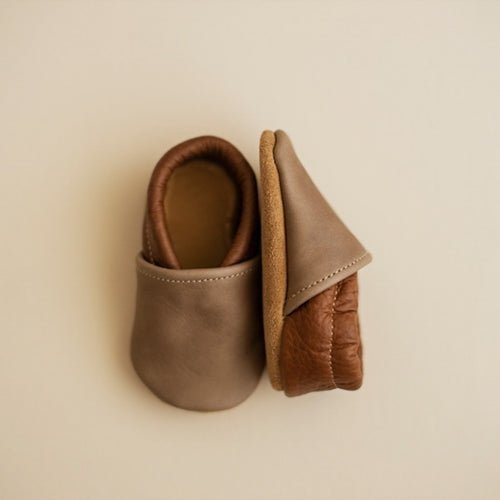 baby boy leather baby shoes in dark brown and gray. Slip on mocc style