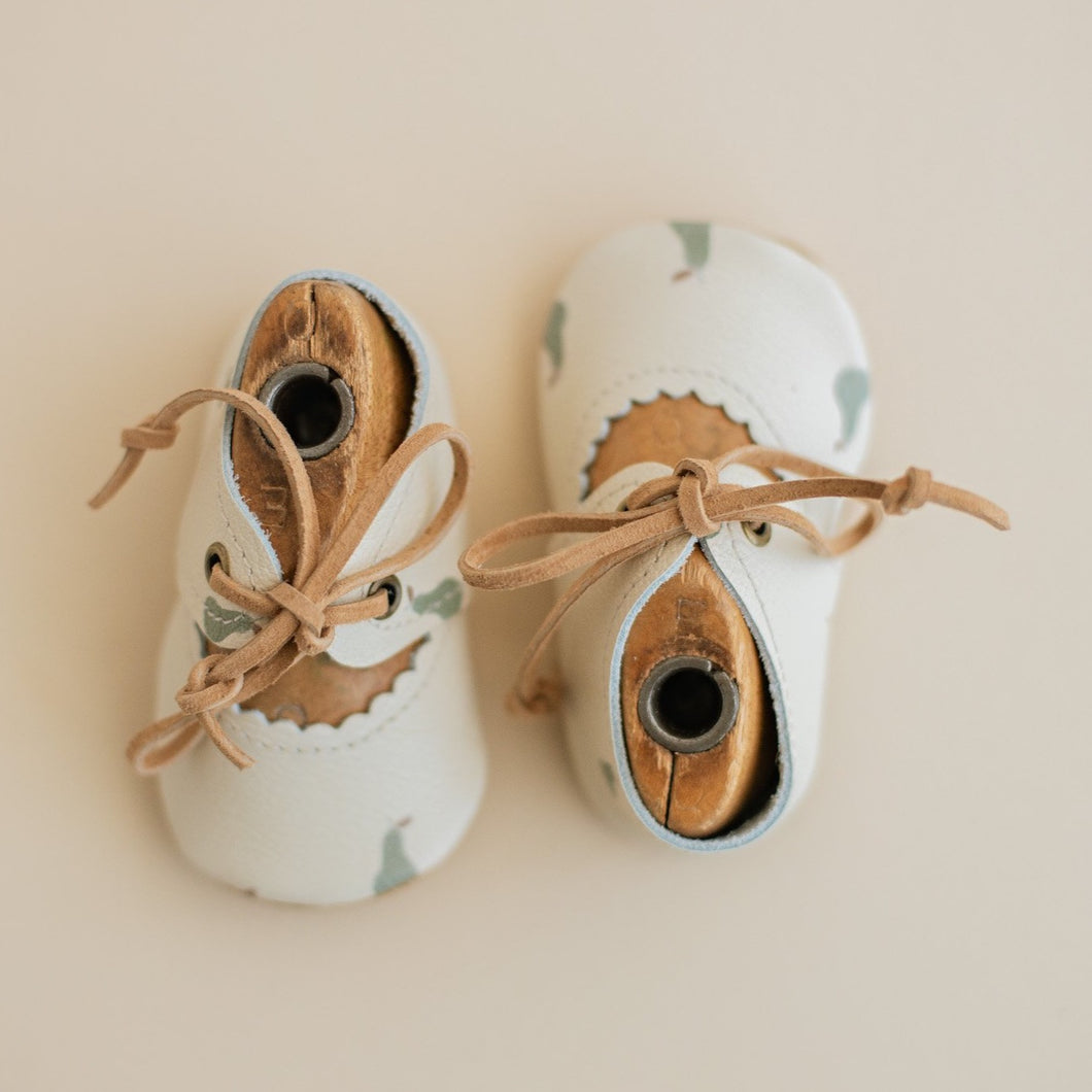 Pear print baby shoes