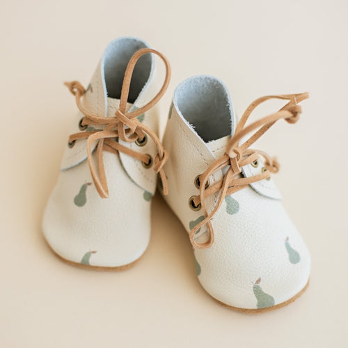 Pear print leather baby shoes