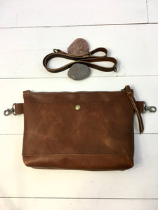 Hip bag with gusset