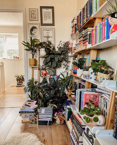 plant parent houseplant shelfie inspiration
