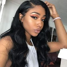 The model wears 100% Virgin Brazilian Human Hair U-Part Lace Front Wigs Body Wave Wigs ZY-28.