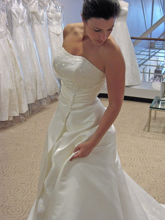 SELECTING YOUR WEDDING GOWN