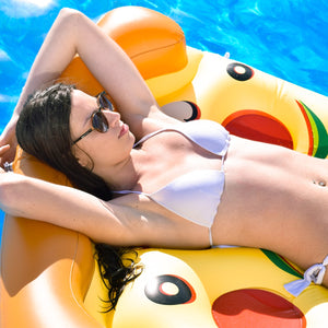 bouee pizza geant gonflable beau soleil piscine fille