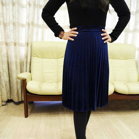 Ladies Velour Pleat Skirt