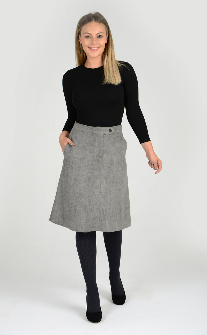 Grey a-line flared skirt in suede, made from washable polyester