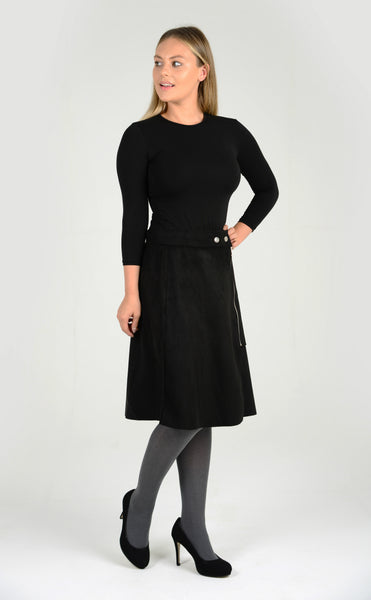Knee long skirt in black comfort and fashion in one
