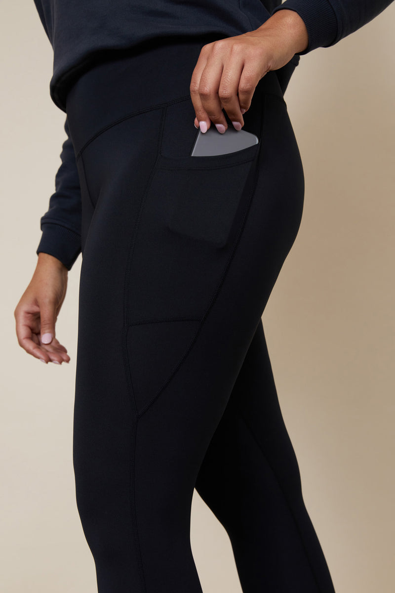 Black leggings with side pocket for phone