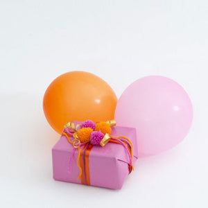 Pretty in pink and orange. Spruce up your gift wrapping with Multipom!