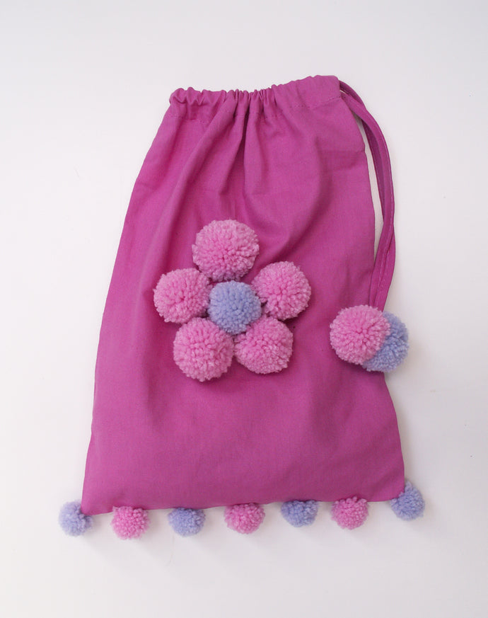 Decorate the cotton bag which your starter kit comes in. Useful to keep your pompoms in and great for the environment too!