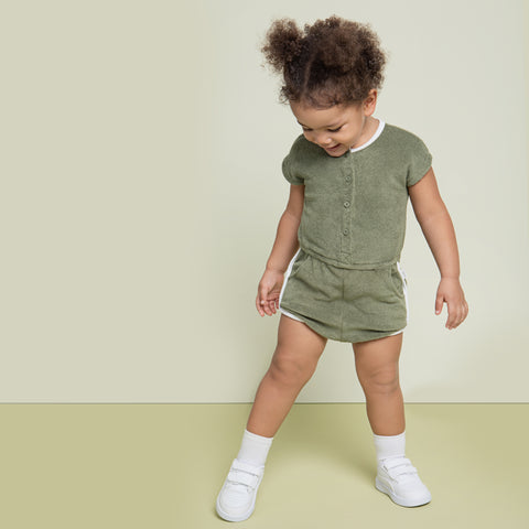 Barboteuse au style sportif vert olive