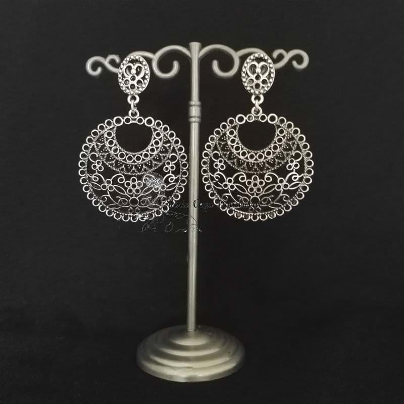 Flamenca earring, silver metal