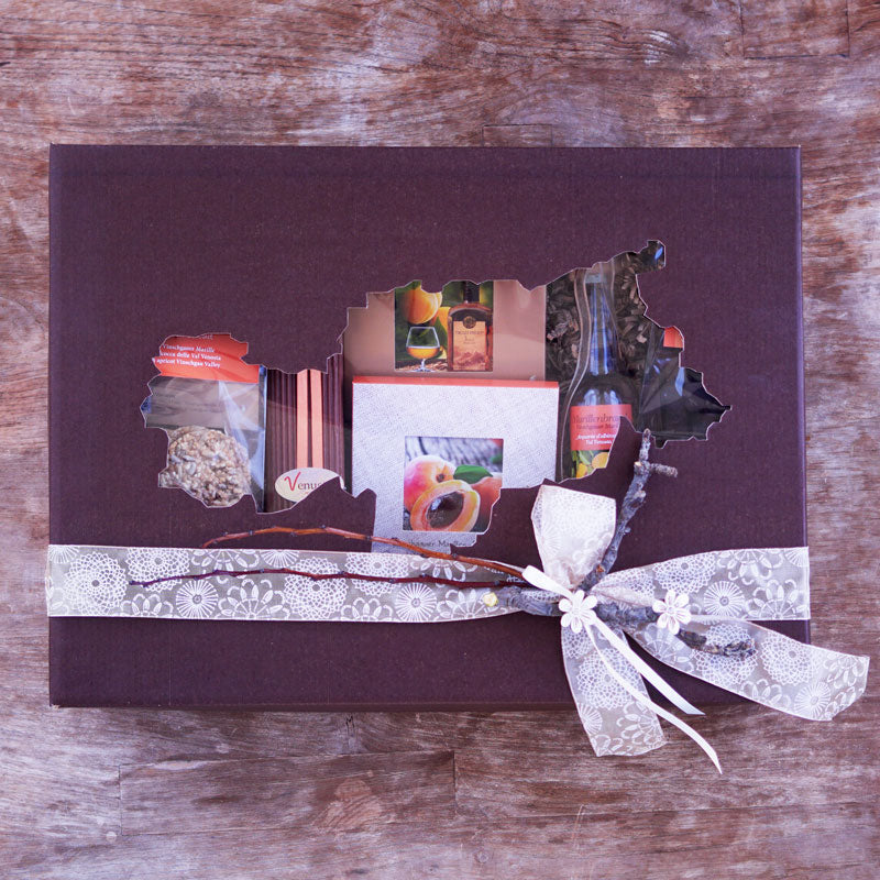 Südtirol Box with apricot schnapps, pralines and. Chocolate - Venustis