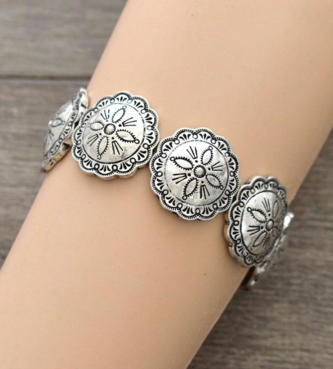141890 Silver conco Braclet