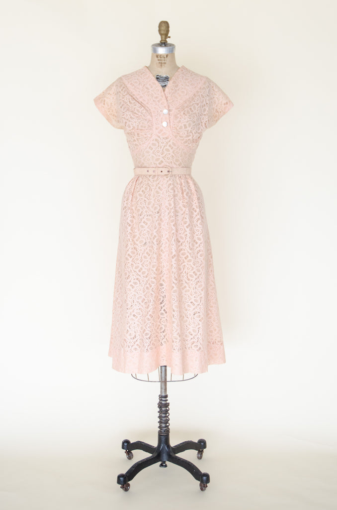 Vintage 1940s dress from Velvetyogurt