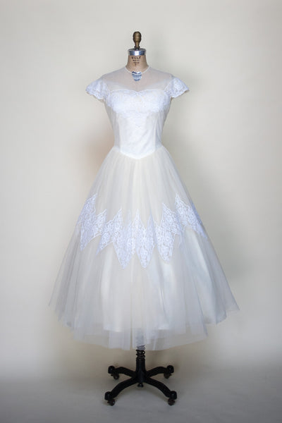 Vintage 1960s Cahill wedding dress
