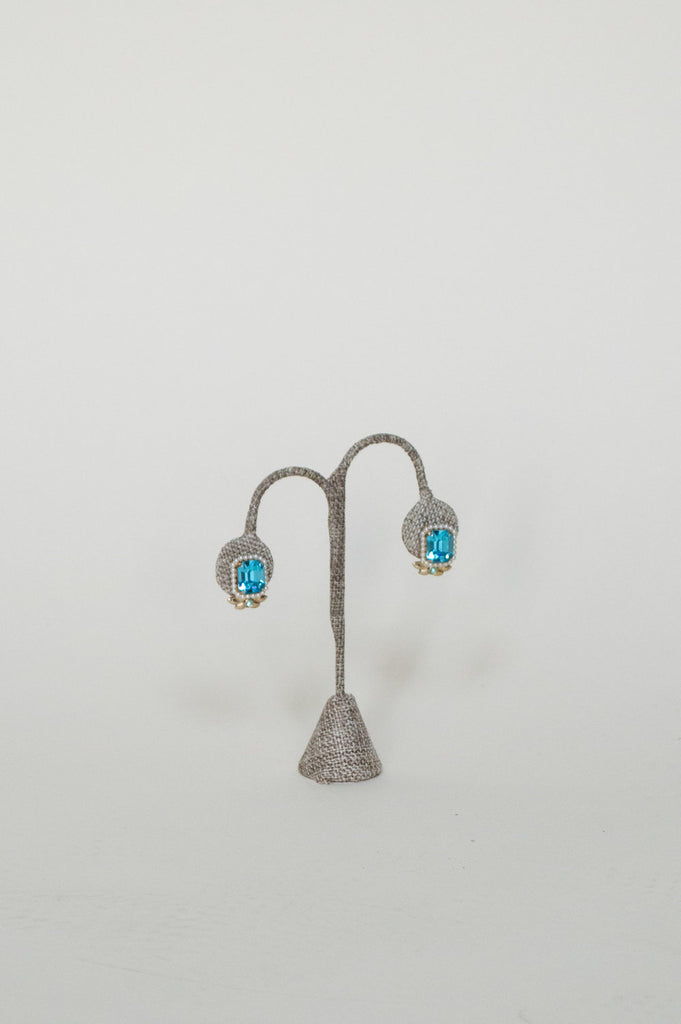 Vintage blue rhinestone earrings from Onebigfishgreenevents