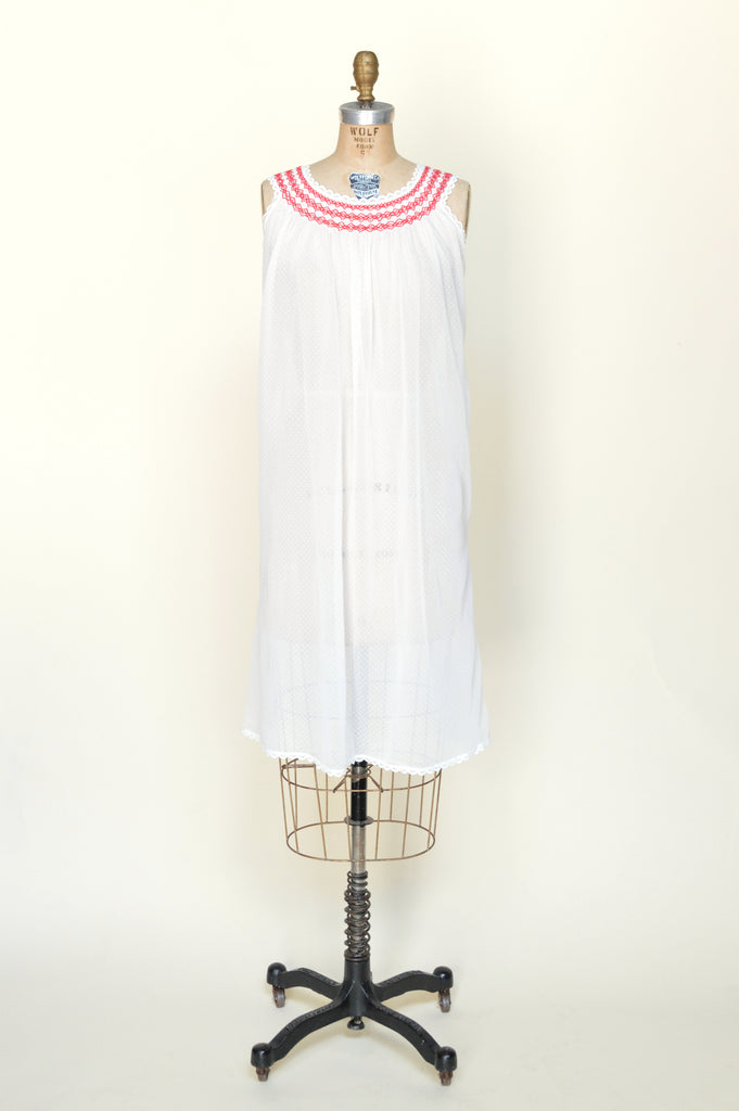 1960s-swiss-dot-nightie-01.jpg