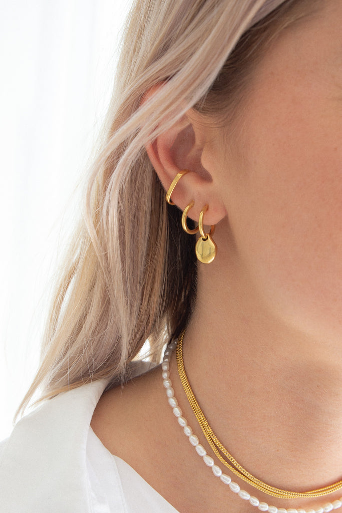 Très Sleeper Hoops - 18k Gold Plated Brass