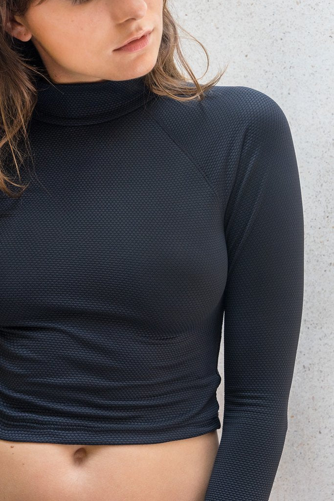 Aire Turtle Neck - Textured Black