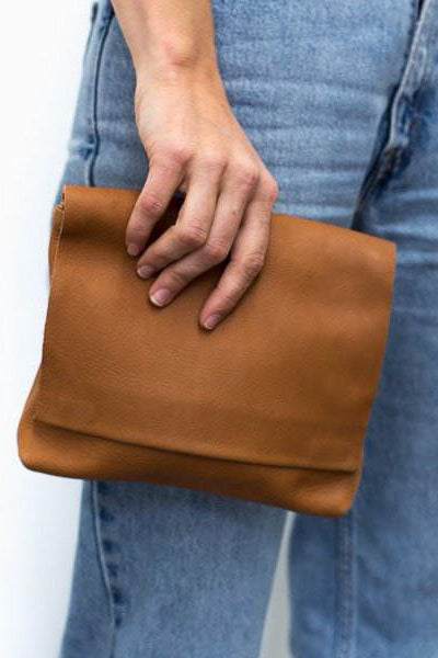 Momo Large Clutch - Tan
