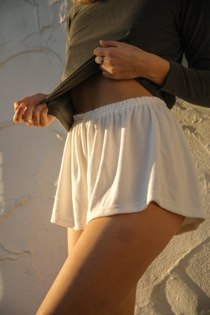 The Relaxed Short - White