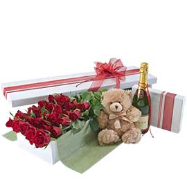 Grand Seduction - Red Roses, Wine, Bear, Chocolates