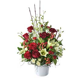 Christmas Splendor Wandin Florist Wedding Flowers Arrangements Roses Lillies Berries Seasonal Foliage Yarra Valley Lilydale Dandenong Ranges