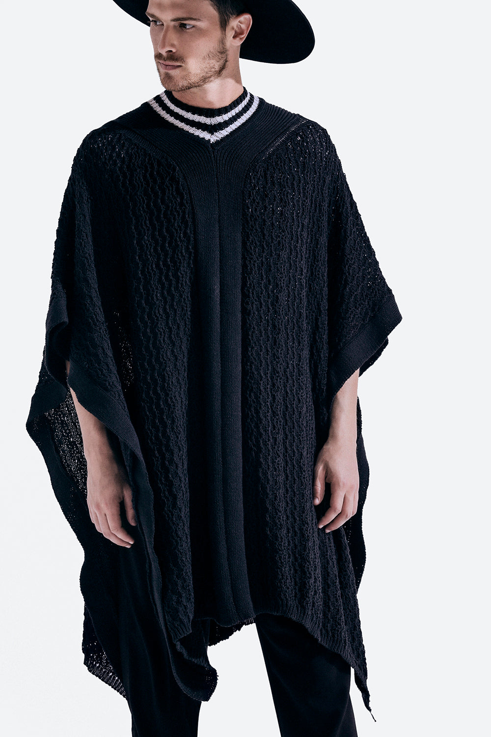 Corrientes Poncho in Black