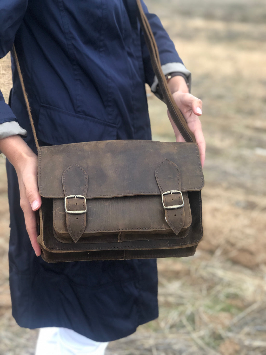 Medium Camel Leather Messenger Bag