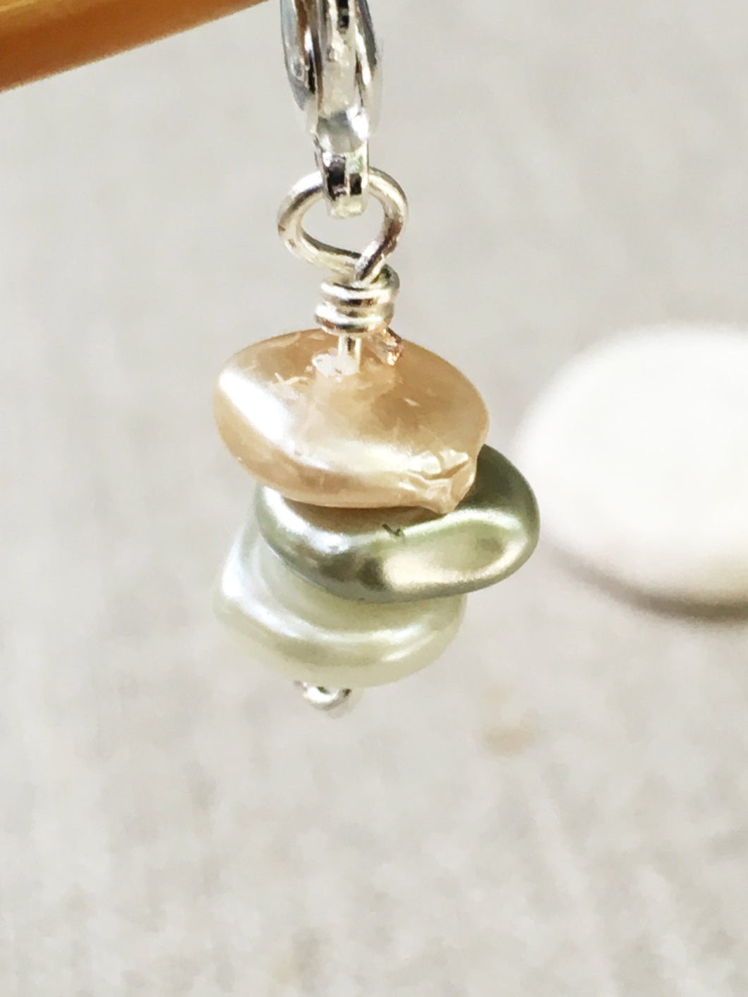 faux pearl stitch marker for knitting and crochet