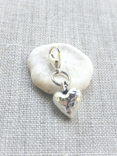 closeup view hammered silver toned heart removable stitch marker
