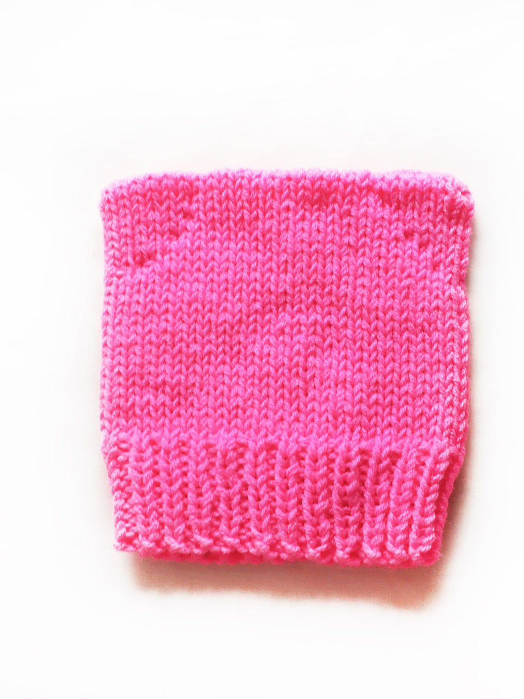 hot pink woman march pussy hat knitting pattern
