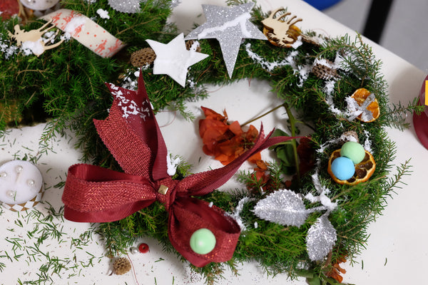 Hand made Christmas Wreath children | DIY workshops with Knygu namai Tenerife & Flamingolandia creative team