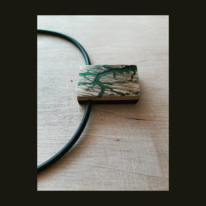 Neck pendant - Wood stories by PAKA BINTI | Flamingolandia