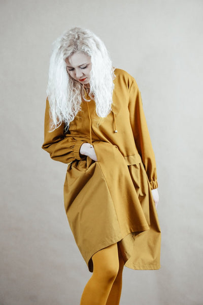 Hooded asymmetric mustard yellow dress | InModum | Flamingolandia