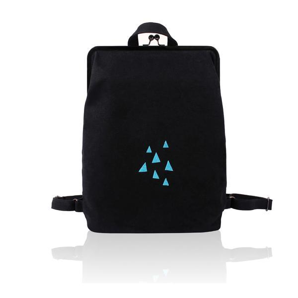 Canvas backpack with metal frame clasp  - Rainy triangles | Flamingolandia