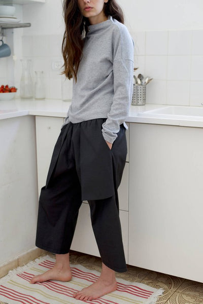Loose fitting black capri pants I Whoosh,Pants | Women fashio shop|  Flamingolandia.online